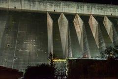 伊泰普水电站水坝巨人堰坝的看法 库存图片