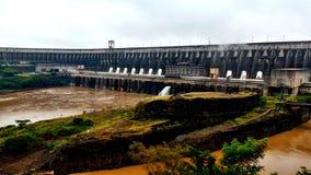 伊泰普水电站水坝-福兹做Iguaçu/巴西 图库摄影