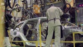 伊热夫斯克,俄罗斯- 2018年12月15日:新的LADA汽车装配线生产在汽车厂AVTOVAZ的12月 股票视频