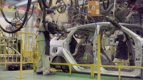 伊热夫斯克,俄罗斯- 2018年12月15日:新的LADA汽车装配线生产在汽车厂AVTOVAZ的12月 影视素材