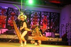 伊班族战士舞蹈 免版税库存照片
