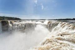 伊瓜苏从阿根廷边的瀑布视图 免版税库存照片