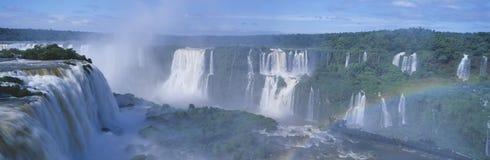 伊瓜苏瀑布全景在Parque Nacional伊瓜苏, Salto Floriano,巴西 免版税库存照片