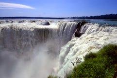 伊瓜苏瀑布在阿根廷和巴西,南美 免版税库存照片