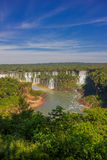 伊瓜苏,巴西- 2016年5月14日:在巴西边的然而iguazu河上升大多秋天位于 库存照片