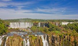 伊瓜苏,巴西- 2016年5月14日:iguazu是最大的套在世界的瀑布与275个秋天 免版税库存照片