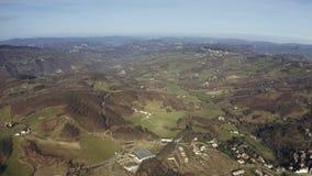 伊米莉亚罗马甘地区在一冬天好日子,意大利多小山风景鸟瞰图  股票视频