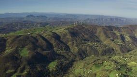 伊米莉亚罗马甘地区美好的多小山风景鸟瞰图在意大利 影视素材