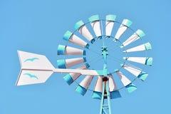 伊维萨岛五颜六色的风车在蓝天的 库存照片