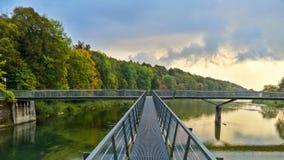 伊萨尔河桥梁视图 免版税库存照片