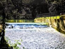 伊萨尔河运河瀑布 库存图片