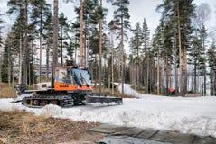伊马特拉 芬兰 在滑雪足迹的Snowcat 免版税库存照片