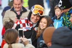 伊维察摆在与女孩的Kostelic 免版税库存图片