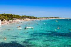 伊维萨岛海岛,海滩塞萨利内斯在巴利阿里群岛的Sant何塞普 免版税库存图片