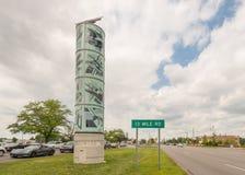 伍德沃德大道在伍德沃德梦想巡航的进贡雕塑 免版税库存照片