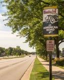 `伍德沃德大道:所有美国路`标志,伍德沃德梦想巡航, MI 库存图片