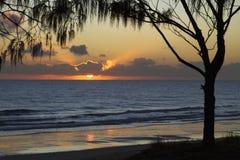 从伍德盖特海滩,昆士兰,澳大利亚的日出 免版税库存照片