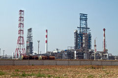 伏尔加格勒精炼厂的生产部门的看法 免版税库存照片