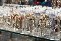伏尔加格勒,俄罗斯- 11月03 2016年 在购物和娱乐复合体Diamant的首饰 库存照片