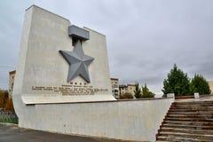 伏尔加格勒,俄罗斯- 11月01 2016年 金黄星列宁和奖牌城市授予的秩序的纪念标志英雄主义的du 库存图片