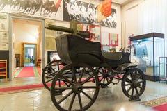 伏尔加格勒,俄罗斯- 2016年11月04日 与一挺机枪的Tachanka在纪念和历史博物馆 库存照片