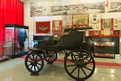 伏尔加格勒,俄罗斯- 2016年11月04日 有一挺机枪的敞篷四轮马车在纪念和历史博物馆 免版税库存图片