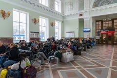伏尔加格勒,俄罗斯- 11月04 2016年 火车站的候诊室 库存照片