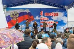 伏尔加格勒,俄罗斯- 11月04 2016年 艺术家表现在天民族团结 库存照片