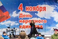 伏尔加格勒,俄罗斯- 11月04 2016年 艺术家表现在天民族团结 库存图片