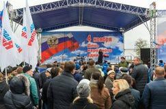 伏尔加格勒,俄罗斯- 11月04 2016年 艺术家表现在天民族团结 免版税库存照片
