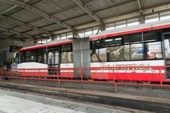 伏尔加格勒,俄罗斯- 11月03 2016年 调整在Metrotram的驻地Pioneerskaya 免版税库存照片