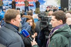 伏尔加格勒,俄罗斯- 11月04 2016年 采访在天民族团结 免版税库存图片