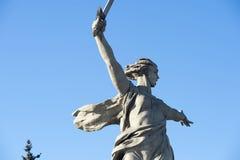伏尔加格勒,俄罗斯- 1月15 :纪念碑向二战祖国拜访Mamayev小山 免版税库存照片