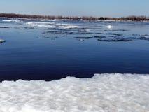 伏尔加河在3月 库存照片