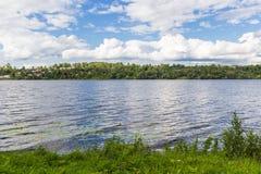 伏尔加河在Plyos,伊凡诺沃地区在夏天 库存图片
