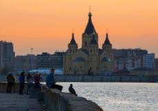伏尔加河的堤防日落的 Nizhny Novgorod 图库摄影