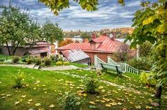 伏尔加河的看法从秋天庭院的 图库摄影