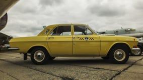 伏尔加河GAZ-24出租汽车 免版税库存图片