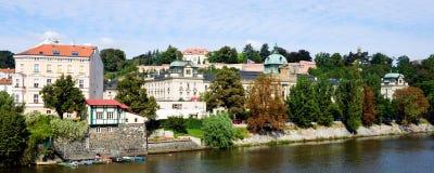 伏尔塔瓦河河前面在秋天, Mala Strana,布拉格,捷克Republi 图库摄影