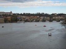 伏尔塔瓦河河和查理大桥在布拉格 免版税图库摄影