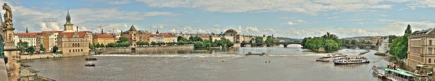 伏尔塔瓦河河的一副被缝的全景或全景横幅 免版税图库摄影