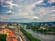 伏尔塔瓦河河鸟瞰图  免版税库存照片