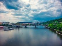 伏尔塔瓦河河鸟瞰图  库存照片
