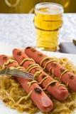 巴伐利亚人在德国泡菜的油煎的香肠 免版税库存图片