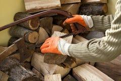 伐木工人与木头一起使用 图库摄影