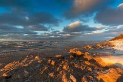 休伦湖海岸线在12月-安大略,加拿大 免版税库存图片