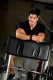 休息在健身房的锻炼以后的人 库存照片