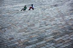 休息在滑板 免版税图库摄影