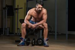 休息在锻炼以后的健康人 库存图片