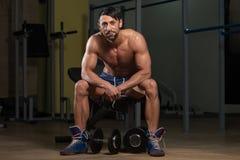 休息在锻炼以后的健康人 免版税图库摄影